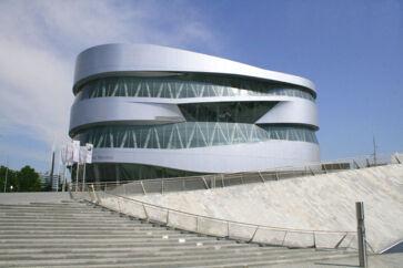Mercedes-Benz Museum i Stuttgart er 130 års bilhistorie samlet på ét sted.