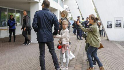 Prins Daniel, prinsesse Estelle og kronprinsesse Victoria ankommer til Metallicas koncert på Ullevi - og det bliver nu diskuteret.