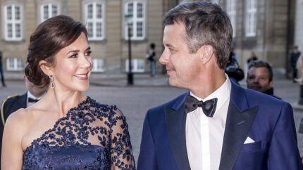 »Jeg tror, det vil styrke monarkiet, og at det vil styrke kronprinsesse Mary. At vise et moderne royalt par, som deler og hersker efter den vej, Danmark bevæger sig, også når det gælder kvinders muligheder,« skriver Jon Stephensen.
