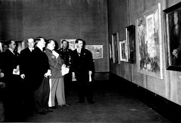 Rigskansler Adolf Hitler og ministerpræsident Herman Göring besøger i 1935 Berlins kunstakademi og ser en udstilling med polsk kunst. Senere, under Anden Verdenskrig, konfiskerede Nazityskland et stort antal kunstværker. Mange af dem er i dag stadig ikke kommet tilbage til deres retmæssige ejere. Det forsøger de tyske myndigheder nu at lave om på.