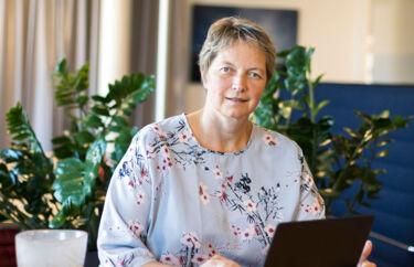 Hanne Solheim Hansen besluttede som ung at narre sig til at flytte sine studier fra Danmark til Norge. Nu er hun rektor for et universitet, der er spredt ud over næsten 1.000 kilometer.