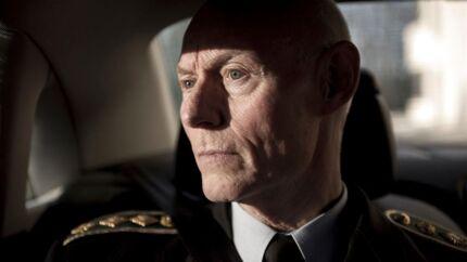 Rigspolitichef Jens Henrik Højbjerg erkender, at der er sager, politiet ikke har håndteret godt nok, men overordnet set går det den rigtige vej, siger han: Politiet rykker hurtigere ud, og der er nye kræfter på vej til politikredsene.