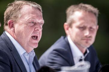 »Derfor har nogen forhåbentlig en gylden nøgle, som kan få Løkke og Kristian Jensen, Venstres formandskab, til at gå. En ny person skal samle partiet,« skriver Anders Krab-Johansen