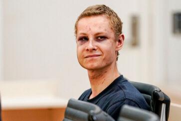Philip Manshaus er blevet sigtet for mord på sin stedsøster og et terrorattentat mod en moské, hvor han blev slået ned og overmandet, da han dukkede op og begyndte at skyde omkring sig.