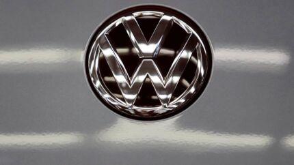 Volkswagen er ét af de selskaber, som nu er tvunget til at trække en reklame tilbage i Storbritannien, fordi den ikke lever op til nye regler om kønsstereotyper.
