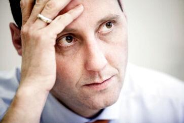 Justitsminister Nick Hækkerup (S) skal ifølge Dansk Folkeparti gå i aktion og droppe EasyTranslates kontrakt med Rigspolitiet om tolkning.