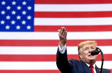 USAs præsident, Donald Trump, kan med et enkelt tweet sende aktiekurserne op eller ned – men da ingen ved, hvornår eller om hvad Trump vil tweete næste gang, er det en umulig opgave at forsøge at investere herefter, skriver mandagsekspert Tine Choi Danielsen.