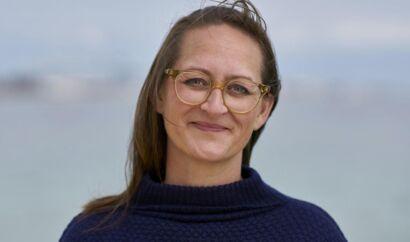 Havde socialdemokraten Camilla Fabricius meldt sig ud af Aarhus Byråd, da hun blev valgt til Folketinget, kunne byrådsvederlaget været bortfaldet hurtigere, end hvis hun havde valgt orlov.