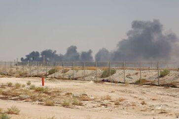 Olieprisen er steget markant mandag efter et droneangreb på to olieanlæg i Saudi-Arabien. Halvdelen af landets olieproduktion er blevet sat ud af spil. Foto: AFP/Ritzau Scanpix