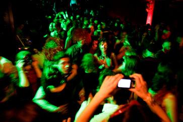 ARKIVFOTO. En voldsssag fra diskotek Enzo illusterer, hvordan vidneforklaringer bliver mindre troværdige, når straffesager trækker i langdrag. Nye tal viser, at flere straffesager får lov til at ligge i månedsvis hos anklagemyndigheden. Fotografiet er ikke relateret til diskotek Enzo.