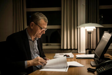 Borgmester Henrik Frandsen (V) og et enigt byråd i Tønder Kommune prøvede i 2017 at hyre et lobbybureau med det formål at få flere statslige arbejdspladser til den sønderjyske kommune.