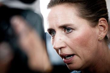 Statsminister Mette Frederiksen taler til pressen til Folketingets åbning på Christiansborg tirsdag 1. oktober.