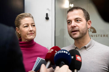 På vej ind til det første forhandlingsmøde med finansminister Nicolai Wammen (S) gentog de Radikales leder, Morten Østergaard, og partiets finansordfører, Sofie Carsten Nielsen, kravet om, at det skal være lettere at tiltrække udenlandsk arbejdskraft. Nu kan de måske ane uventet hjælp.