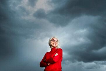 Når det trækker op til uvejr i Anna Thygesens liv, holder hun det altid op mod sine forældres selvmord, da hun var ung. Imod det blegner alt andet.