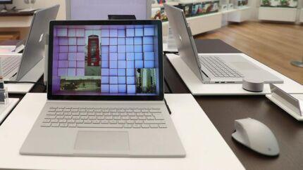 PC-salget i Europa holdes oppe af et større salg til virksomheder, som er ved at skifte til Microsofts styresystem Windows 10 og benytter anledningen til at skifte udstyr, som det typisk sker hvert tredje år. Arkivfoto: Simon Dawson, Reuters/Ritzau Scanpix