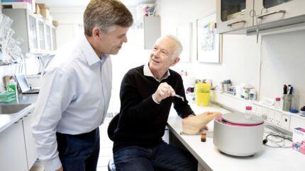 Graeme Brookes og Niels Erik Holm fra selskabet Reapplix, der har udviklet en metode, der skal hjælpe de diabetikere, som får så alvorlige fodsår, at det i værste fald kan ende med benamputationer.