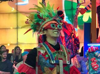 Tænk Cirque du Soleil på LSD – det er måske den bedste måde at forklare robot-restauranten i Tokyo på. Efter showet er man blæst helt bagover, og klar til at gå ud i byen og opleve noget, der er en smule mere stille.