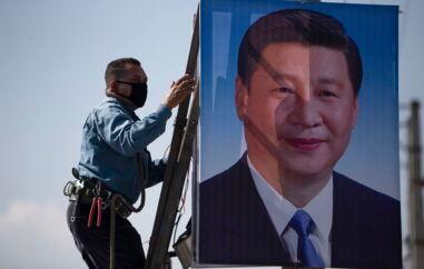 Det er uvist, om Kinas kommunistpartis leder, Xi Jinping, og toppen af partiet i Beijing har en finger med i spillet i den intense propagandakampagne i Sverige.