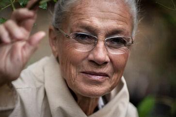 »Hvorfor blev jeg aldrig statsminister?«, spørger Ritt Bjerregaard i sine erindringer. Og hendes svar er: »Fordi jeg havde det forkerte køn«. Et svar kunne være, at hun var for stridbar og kontroversiel til at blive formand for Socialdemokratiet, og hvis ikke man kan samle opbakning i et parti, kan man heller ikke gøre det i et land, skriver Anne Sophia Hermansen, der anmelder »Udenfor«.