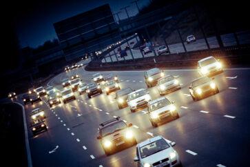 Flere kommuner oplever trængsel på lande- eller motortrafikveje og ønsker sig brændende en motorvej. Flere af dem – herunder nordsjællandske og jyske kommuner – har på den baggrund hyret lobbyister i et forsøg på at trænge igennem med budskabet på Christiansborg.
