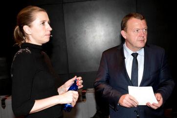 Trepartsaftalen om flygtninge fra 2016 var en af daværende statsminister Lars Løkkes Rasmussens (V) store sejre, og hans efterfølger, Mette Frederiksen (S), bakkede aftalen op. Men nu viser rapport, at staten ikke selv har kunnet leve op til kravene i aftalen.