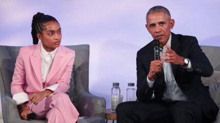Den tidligere præsident Barack Obama talte med skuespilleren Yara Shahidi i Chicago. Et af tidens mest brandvarme emner, identitetspolitikken, kom op. Foto: Scott Olson/Getty Images