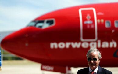 Bjørn Kjos er stifter og tidligere topchef for lavprisselskabet Norwegian. Han har sammen med sin forretningspartner Bjørn Kise skudt nye millioner i selskabet for at vende den økonomiske nedtur om.