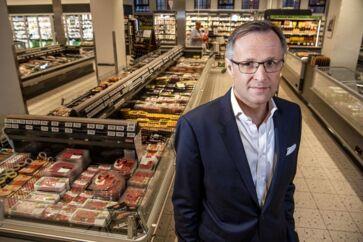 Dagrofakoncernen har med Tomas Pietrangeli i spidsen indgået en millionkontrakt med Q8 om at levere varerne til alle kædens tankstationer, skriver Børsen. Det er et vigtigt i skridt for at få styr på Dagrofas økonomi.