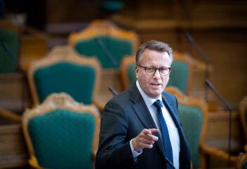 Skatteminister Morten Bødskov (S) forventer, at skattelovgivningen vil blive forenklet, når skattevæsenets gamle IT-systemer med tiden udskiftes med nye IT-systemer. Det har dog lange udsigter, for udskiftningen kan tage 15 år eller mere.