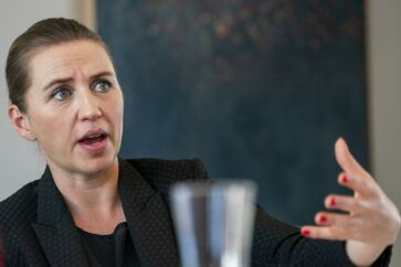 Statsminister Mette Frederiksen (S) fremlægger onsdag de 13 klimapartnerskaber, der skal få erhvervslivet til at byde ind på målsætningen om at barbere en kæmpe luns af Danmarks udledning af drivhusgasser.