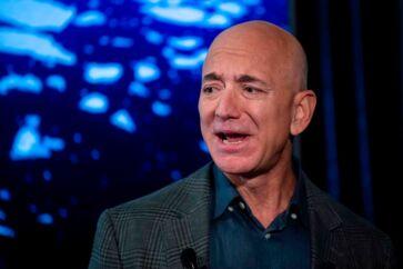 Amazon-stifter Jeff Bezos er havnet i en strid med USAs præsident, Donald Trump. Foto: Eric Baradat/AFP/Ritzau Scanpix
