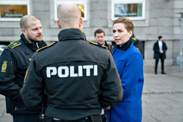 »Patruljerende politi er i dag så sjældent, at der nærmest er opstandelse, når en politibil stopper i et område,« siger Frank Jensen, tidligere PET-chef, der erklærer sig grundlæggende enig i statsminister Mette Frederiksens tanker om at flytte kræfter fra Rigspolitiet og tættere på borgerne.