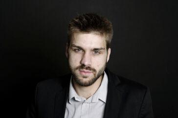 Netmediet Pios redaktør, Jens Jonatan Steen, var ved det seneste folketingsvalg opstillet for Socialdemokratiet.