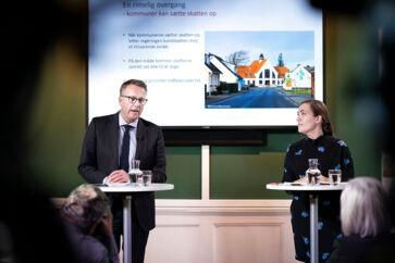 Fungerende finansminister Morten Bødskov (S) og social- og indenrigsminister Astrid Krag (S) ved pressemødet om regeringens udspil til en udligningsreform i januar.