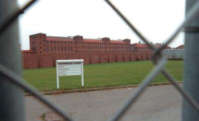 Fængselsforbundet advarer i et brev til justitsministeren og Folketingets Retsudvalg om forholdene i fængsler og arresthuse. I sidste weekend blev en indsat voldtaget af én eller flere andre indsatte i Nyborg Fængsel.