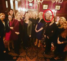 Billedet, som aldrig skulle have været offentliggjort – for det afslører i farver og stiletter den russiske indflydelse på Det Konservative Parti. Og hovedpersonen er hverken premierminister May eller de andre topministre, men kvinden i den røde ring.