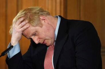Boris Johnson skylder stadig svar på, hvorfor briterne griber coronavirus an så anderledes end andre europæiske lande. Mens resten af Europa lukker, forbyder, påbyder og sætter magt bag ordene, er briterne stadig mere høflige end autoritative. Hvorfor?