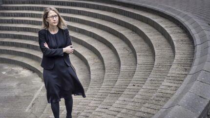 Helle Folden Dybdahl er direktør og chefpsykolog i PPclinic, der blandt andet rådgiver virksomheder med hensyn til stressrelaterede udfordringer. Hun advarer om, at medarbejdere, der er isoleret på grund af coronakarantænen, samtidig er under hårdt psykisk pres. Det skal ledere tage hensyn til.