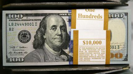 Den amerikanske centralbank strør en ubegrænset mængde dollar over den amerikanske økonomi gennem et gigantisk opkøbsprogram.
