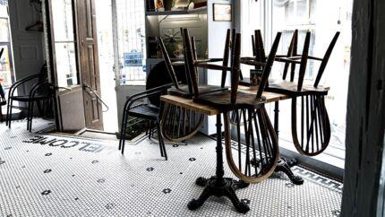 Mandag 18. maj begynder den gradvise genåbning af blandt andet cafeer. Billedet er fra Café American Pie i København i marts.
