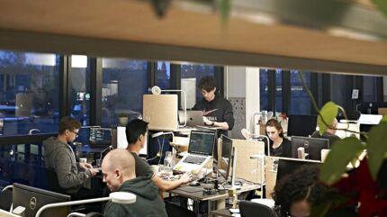 Professor Pernille Bjørn fra Københavns Universitet har flere gode råd til medarbejdere, der arbejder hjemmefra, nu de ikke kan være fysisk på deres arbejdsplads. Billedet er fra Soundboks, der har til huse i Københavns nordvestkvarter.