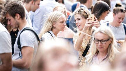 Kønsfordelingen på universiteterne er blandt de studerende i kvindernes favør. Men vælger de at gå forskervejen, ender de med at komme i mindretal. F.eks. er blot 23 procent af professorerne på Aarhus Universitet kvinder. Billedet er fra sidste års immatrikulation på Københavns Universitet.