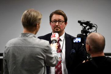 Mika Salminen er direktør for det finske sundhedsinstitut og anfører i sundhedsmyndighedernes kamp mod coronavirus. Han har nu forklaret, at han ikke mener, at den finske regering skal åbne grænserne for svenskere.