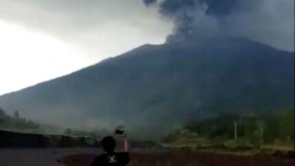 Vulkanen Agung er gået i udbrud to gange i løbet af en uge.