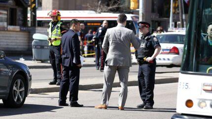 Myndighederne er til stede ved gerningsstedet i Toronto.