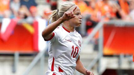 Anfører Pernille Harder under EM-finalekampen mod Holland.