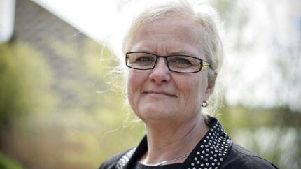 Dansk Folkepartis sundhedsordfører Liselott Bloxt vil bede ministeren gå ind i sagen om, at mange danskere må lægge flere tusind kroner ud for behandling og medicin, når de bliver akut syge på rejser i Europa, selv om de viser det blå EU-sygesikringsbevis.