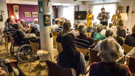 Teaterforestilling på Ålholm Plejehjem i Valby.