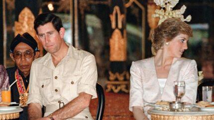 I en ny dokumentar af prinsesse Diana fortæller hun om et særligt øjeblik, hvor hun spurgte dronning Elizabeth II til råds, fordi hun ikke vidste, hvad hun skulle stille op med sit kærlighedsløse forhold til prins Charles. »Hun (dronningen, red.) sagde: 'Jeg ved ikke, hvad du skal gøre'.Og det var det. Det var 'hjælp',« fortæller Diana i en optagelse, der blev filmet i 1993. AFP PHOTO/KAZUHIRO NOGI/FILES