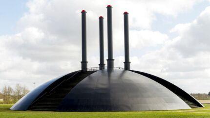 Skulpturen Elia af kunstneren Ingvar Cronhammar er en ca. 32 m høj symmetrisk opbygget skulptur i bydelen Birk i Herning. Skulpturen udspyr med uforudsigelige mellemrum høje ildsøjler.